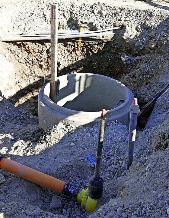 Kanäle und jede Menge Leitungen müssen...rgrund, bevor oben gebaut werden kann.    Foto: Hans-Peter Müller