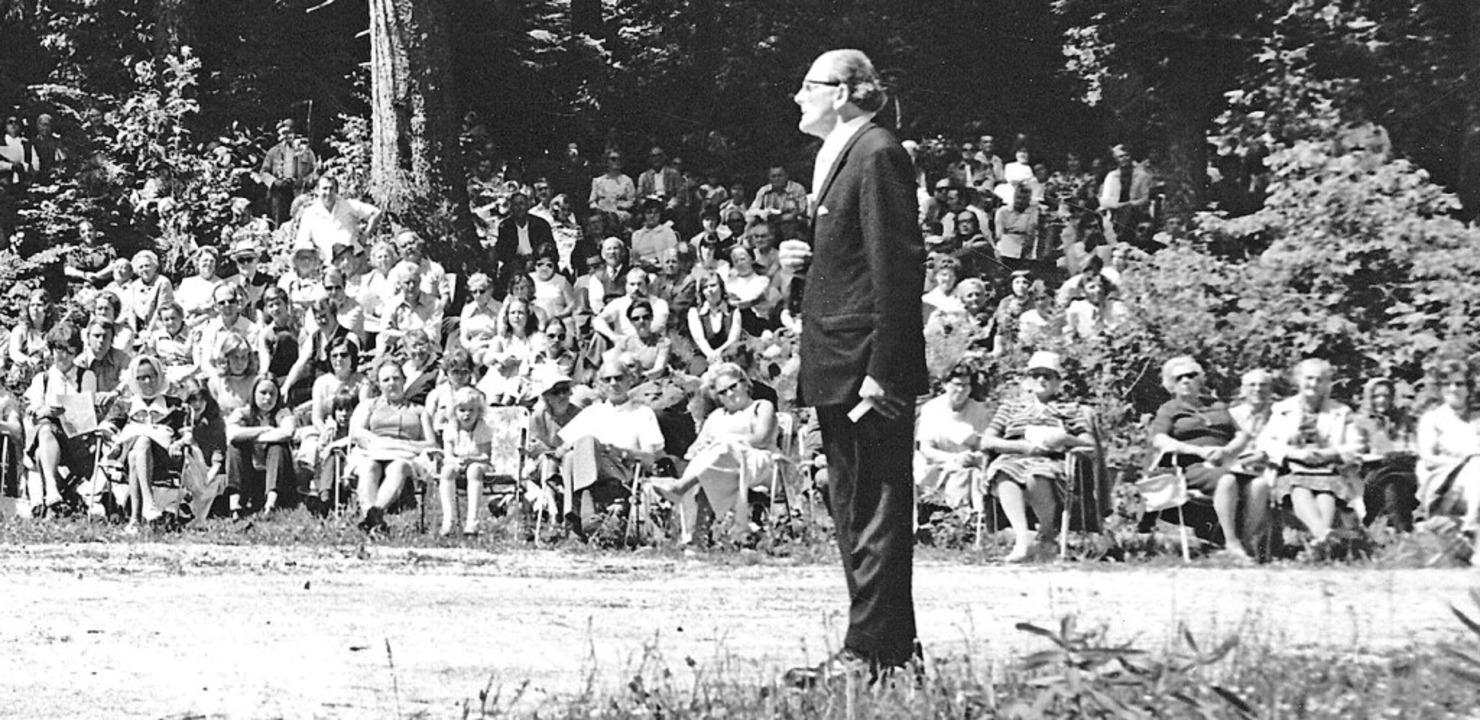 Aufrecht: Das Bild zeigt den Wieser Pf...dienst mit 2000 Gläubigen im Mai 1977.  | Foto: Archivfoto: Karl-Ludwig Simon