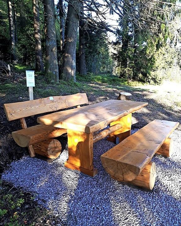 Freude bei der Langlaufgilde Hohtann: ...  Spendern eine rustikale Sitzgruppe.   | Foto: Privat