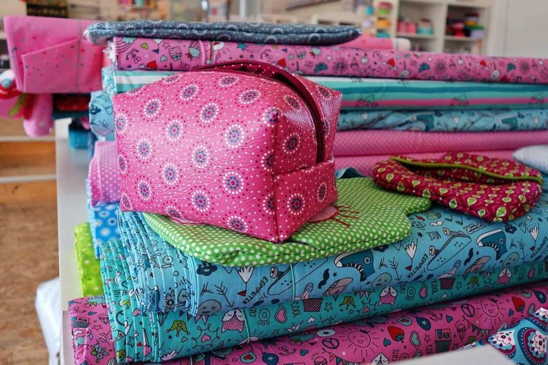 Kreative und farbenfrohe Muster zeichnen die Stoffe von Emanuela Pesché aus.   | Foto: Lena Roser