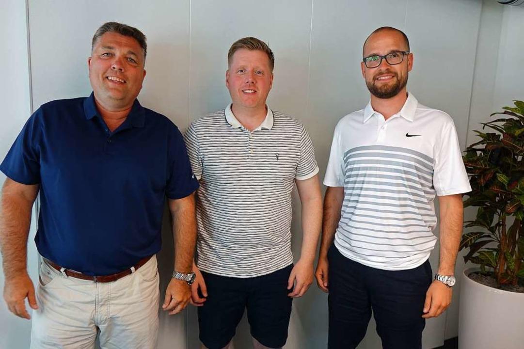 EHC-Präsident Michael Müller, Trainer ...er Leiter Daniel Heinrizi (von links)   | Foto: Resetz