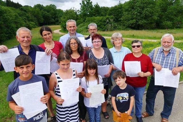 Bürger sammeln Unterschriften gegen das Bauprojekt Breitmatt in Schopfheim