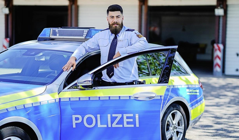 Cagri Agbaba arbeitet bei der Autobahnpolizei in Mannheim.  | Foto: Uwe Anspach (dpa)
