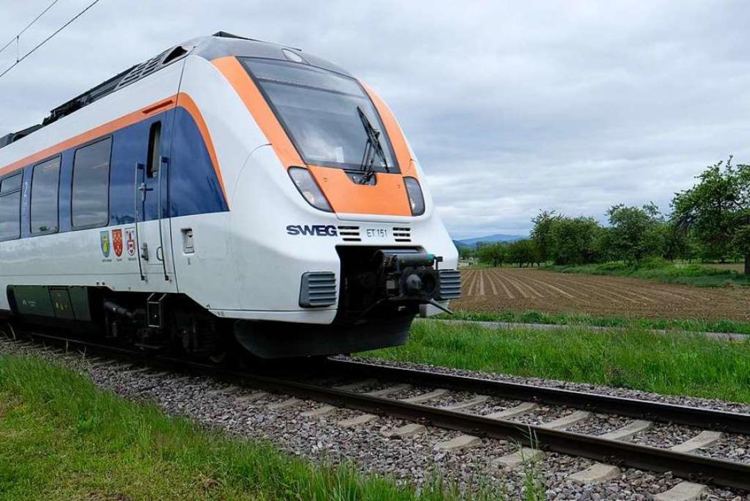 Münstertalbahn auf freier Strecke bei Staufen: Wohin fährt der Zug der Zukunft?  | Foto: Hans-Peter Müller