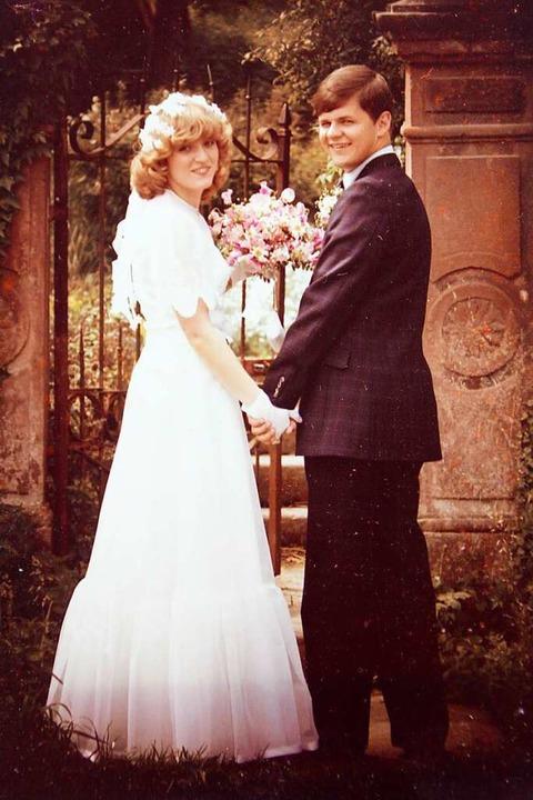 Das Hochzeitsfoto: Elke und Dave Mahon...eingang zum Prinzengarten in Ettenheim  | Foto: Erika Sieberts
