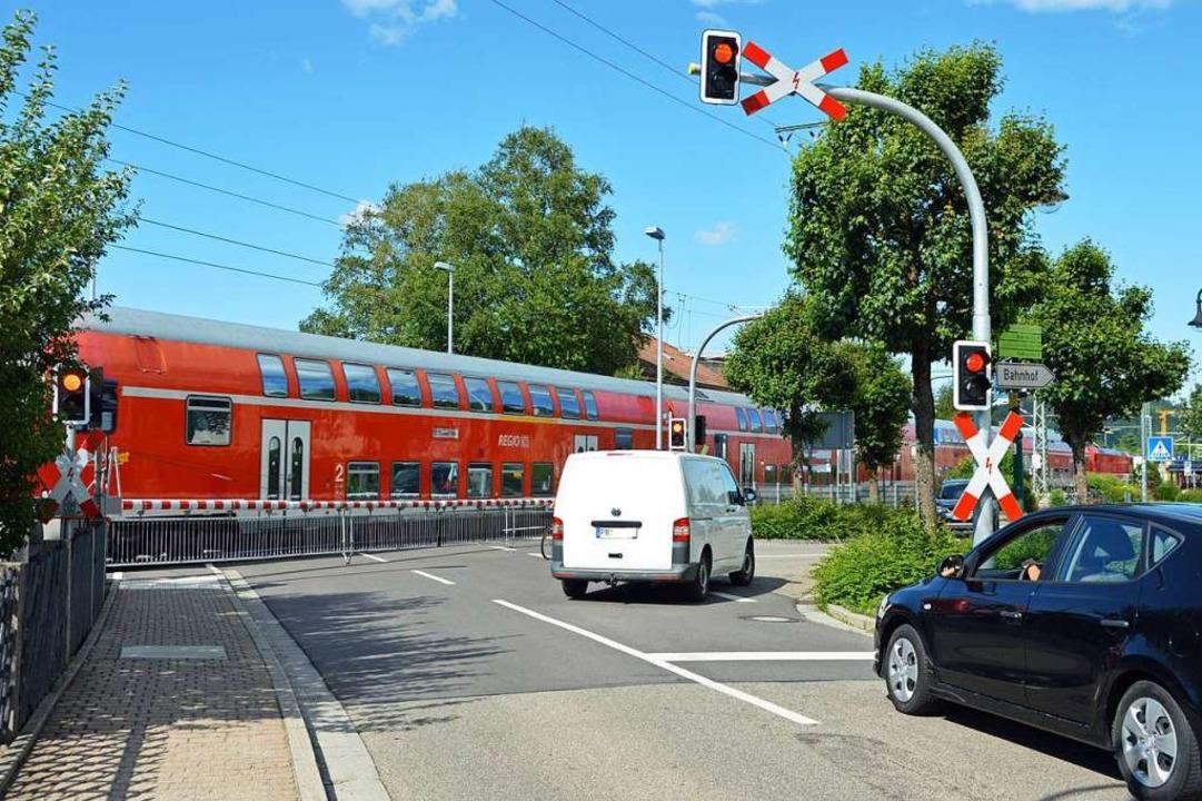 Ertappt: Der Fahrer des weißen Kastenw...nd rechts in die Bahnhofsstraße abbog.  | Foto: Gerhard Lück