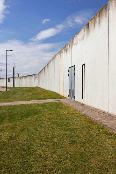 Hinter den Mauern der JVA Offenburg lebt bis auf weiteres Hamza C.    Foto: Bucher
