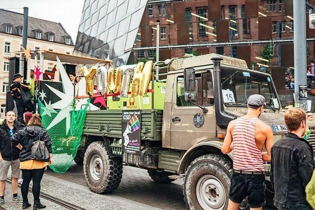 Liebe von oben: Auf einem Wagen des Christopher Street Day