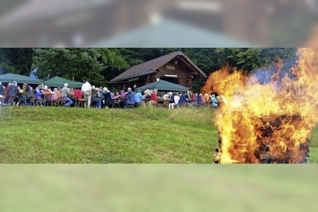 Flammender Appell am Sonnwendfeuer