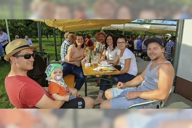 Sitzplätze sind beim Sommerfest der Siedler stets rar