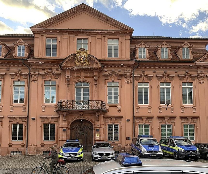 Im Offenburger Polizeirevier soll sich der Angeklagte daneben benommen haben.   | Foto: Helmut Seller