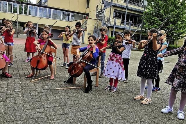 300 Kinder begrüßen den Sommer
