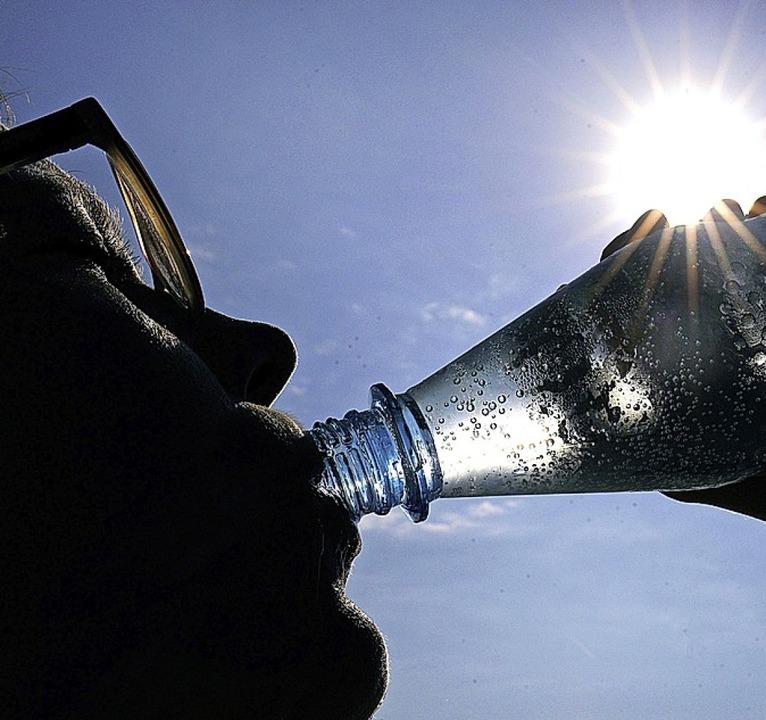 Viel trinken!  | Foto: Oliver Berg (dpa)