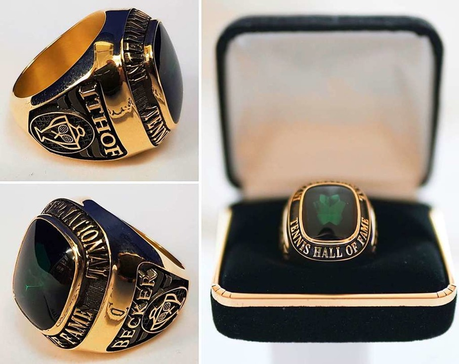 Der Ring den der ehemalige Tennisstars...onal Tennis Hall of Fame erhalten hat.  | Foto:  (dpa)