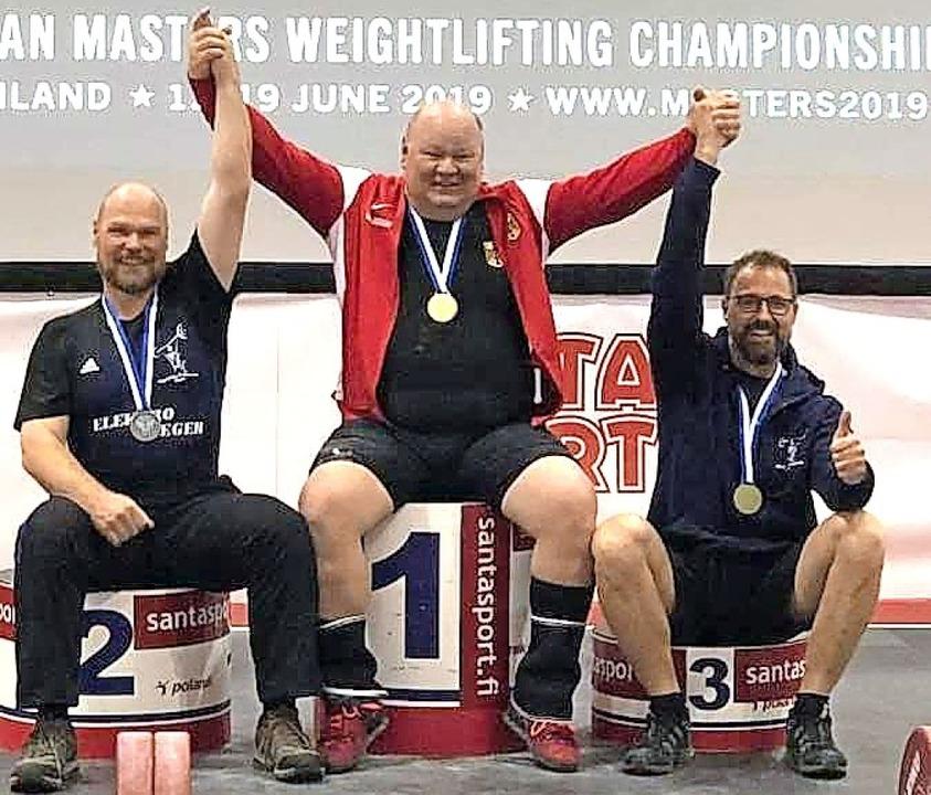 Jürgen Braun (Mitte) bejubelt seinen EM-Erfolg.   | Foto: privat