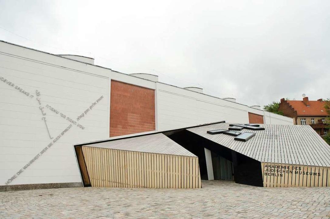 Ist in den Fokus widerstreitender Inte... entworfene  Jüdische Museum in Berlin  | Foto: Alberto Fanego (dpa)