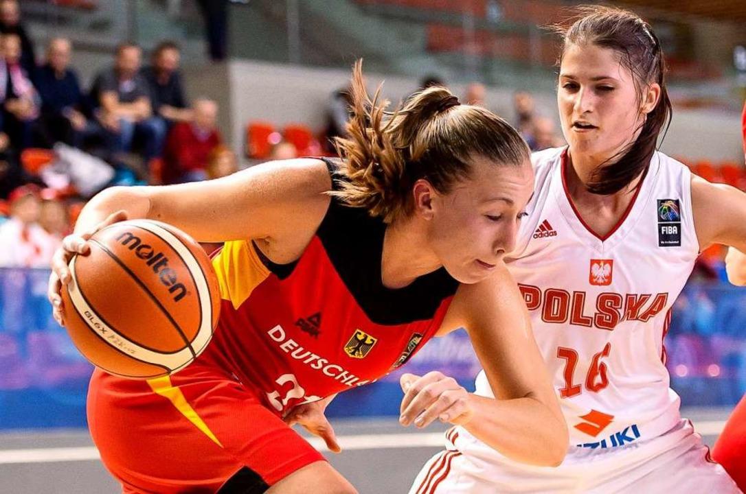 Die Ex-Freiburgerin Svenja Brunkhorst ...uen Basketball-Format drei gegen drei.  | Foto: Maciej Kulczynski (dpa)