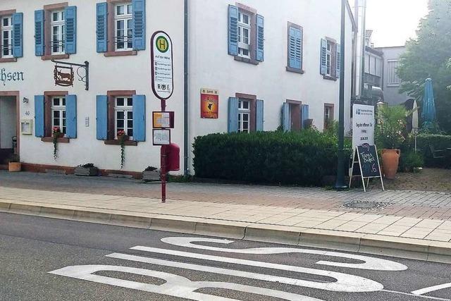 Warum hat die Bushaltestelle am Seniorenzentrum Gundelfingen kein Dach?
