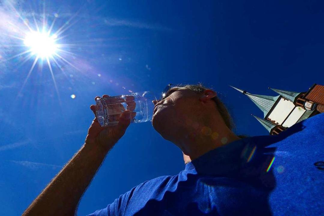 Viel trinken hilft, wenn die Temperatu...tlich über die 30-Grad-Marke klettern.  | Foto: Ingo Schneider