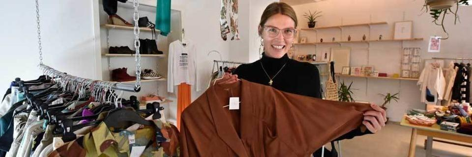 Ab Samstag kannst Du mit einem Abo-System Kleidung in Freiburg leihen
