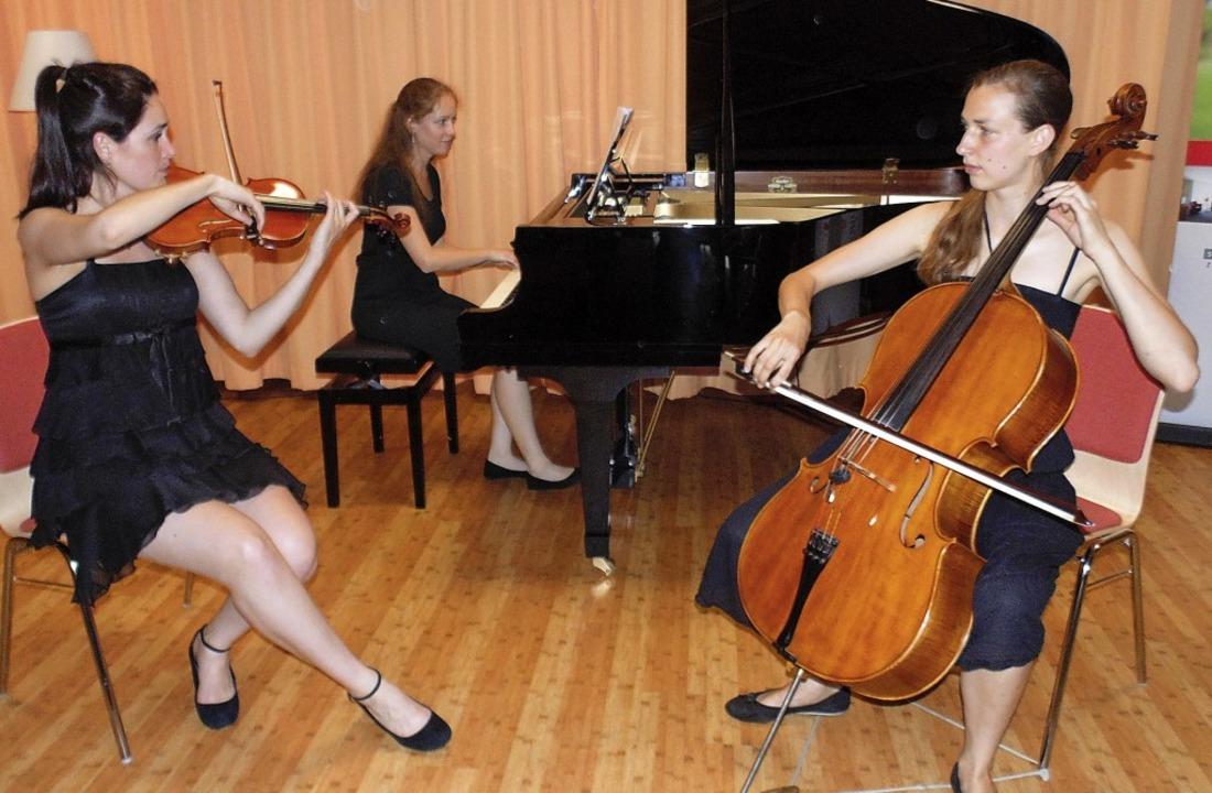 Julia Weeda (Violine), Miriam Barduhn ...erke romantischer Komponistinnen vor.     Foto: Michael Gottstein