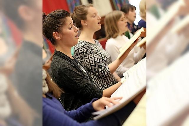 Fünf Chorgruppen in einem Konzert