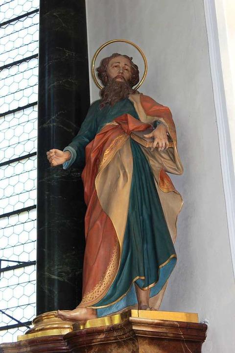 Mit dem Schwert des Hl. Paulus, der au... die ungebetenen Gäste die Osterkerze.  | Foto: Christa Maier