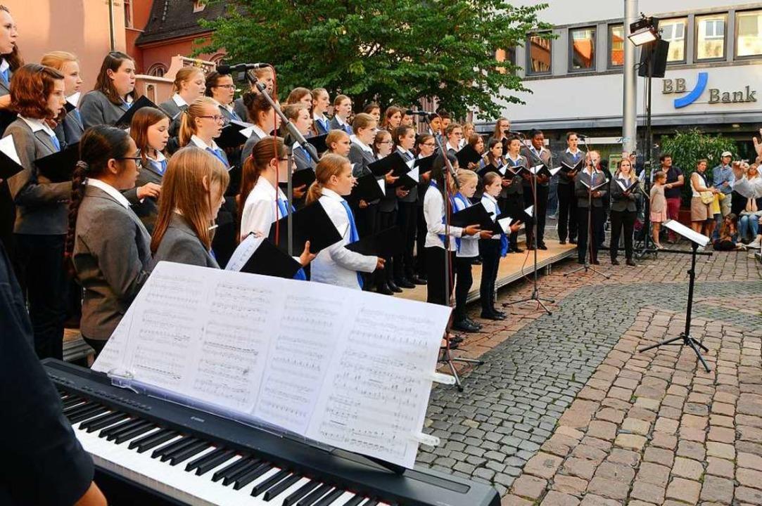Bei der Chornacht sang  die  Mädchenka...or zwei Jahren auf dem Kartoffelmarkt.  | Foto: Rita Eggstein