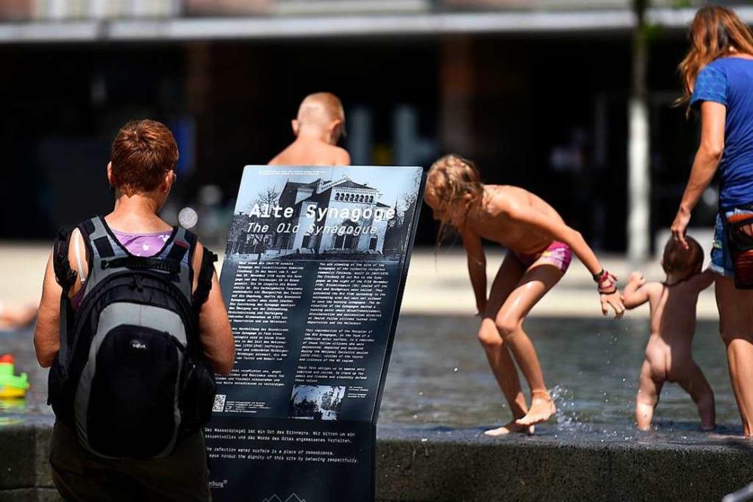 Am Platz der Alten Synagoge geht es um... Treiben auf der Piazza vereinbar ist.  | Foto: Thomas Kunz