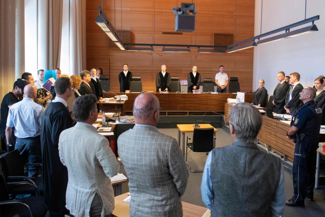 Die Verhandlung vor dem Freiburger Landgericht beginnt.  | Foto: THOMAS KIENZLE (AFP)