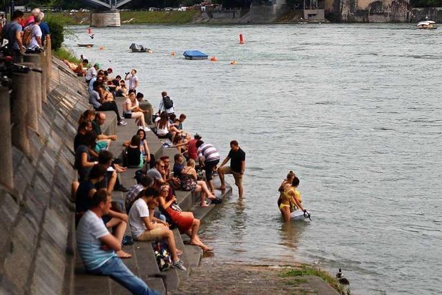 Basler Behörden geben Sicherheitshinweise zum Schwimmen im Rhein