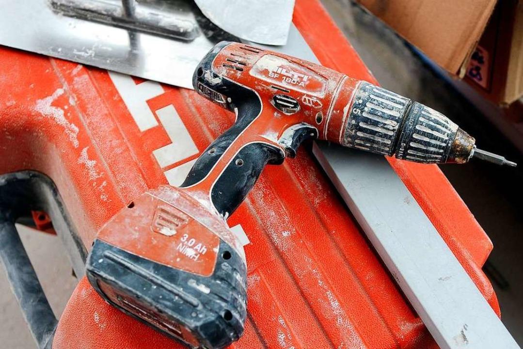 Die Werkzeuge von Hilti sind auf vielen Baustellen im Einsatz (Symbolbild).  | Foto: Ingo Schneider