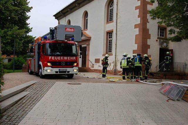 Die Kirche in Vörstetten brennt für eine Rettungsübung