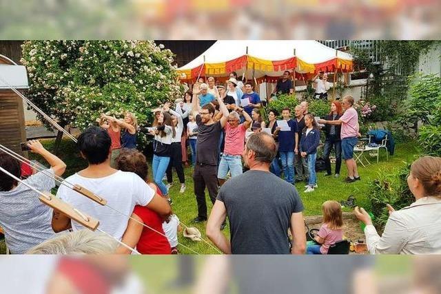 Mitwirkende des Bötzinger Historienspiels treffen sich zum Sommerhock