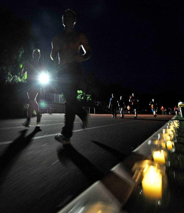 Auch nachts wird beim 24-Stunden-Lauf gerannt (Archivfoto).  | Foto: Michael Bamberger