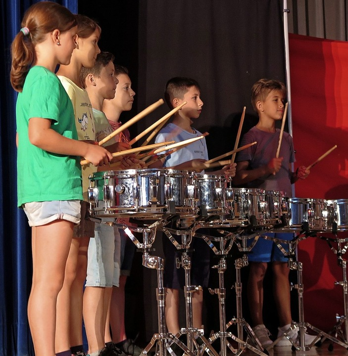Mit Power und viel Gespür für Rhythmus: die Trommelgruppe  | Foto: Dorothee Philipp