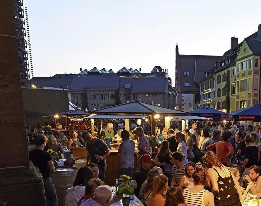 Der Münsterplatz ist die Heimat des Freiburger Weinfestes.    Foto: Rita Eggstein