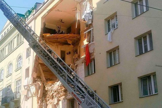 Polizei vermutet nach Explosion in Wien Verschüttete unter Trümmern