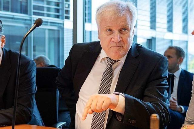 Seehofer räumt Verbesserungsbedarf im Kampf gegen rechts ein
