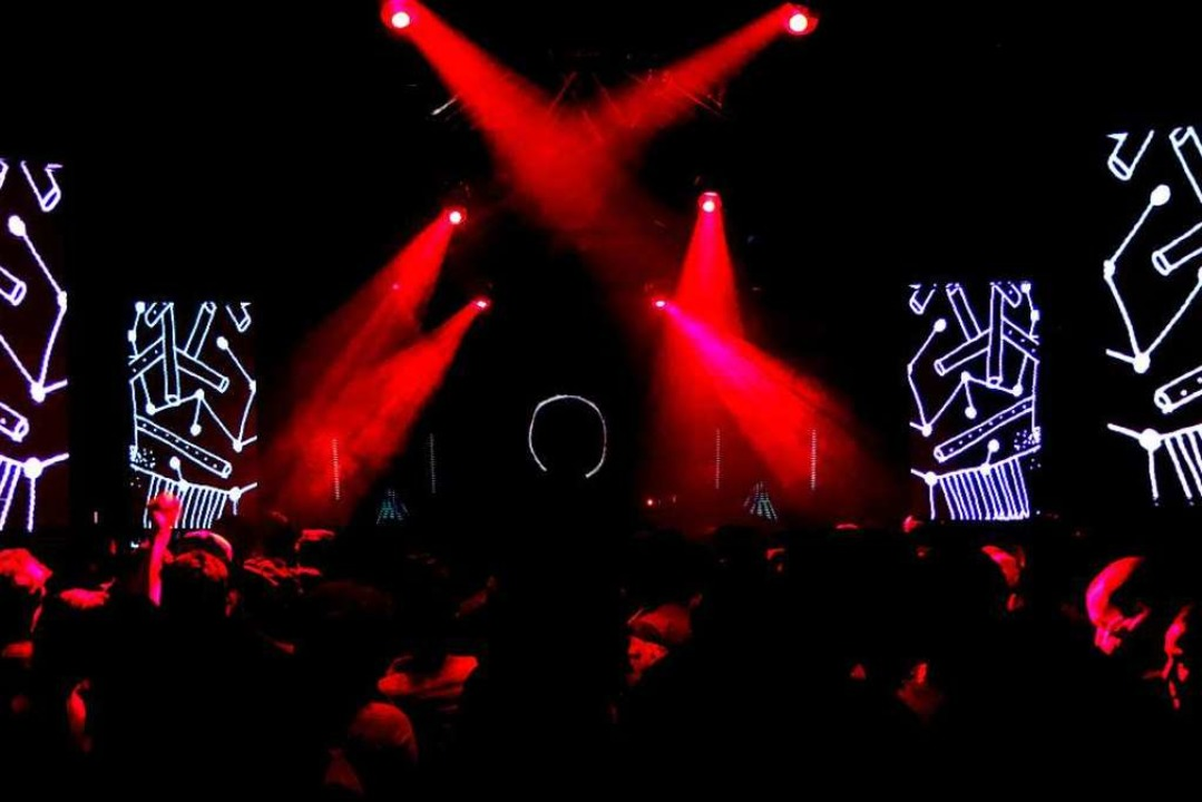 In einem dunklen Keller reicht schon e...r Lichtkunst für Clubs und Festivals.   | Foto: Privat
