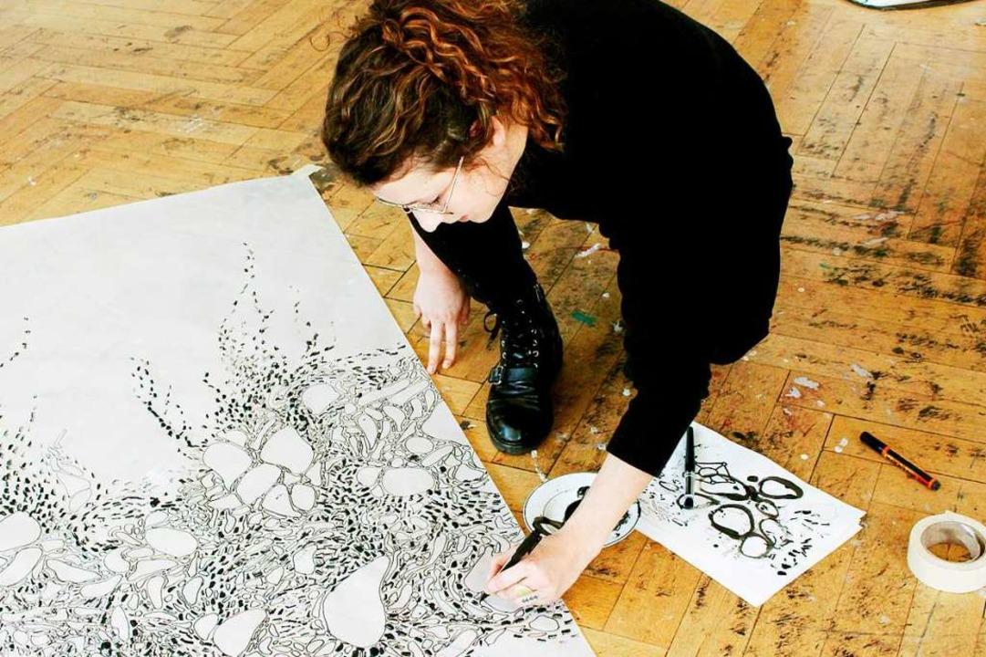 Die Grundlagen ihrer Videos erarbeitet...r oft analog – mit Zeichnungen.   | Foto: Privat