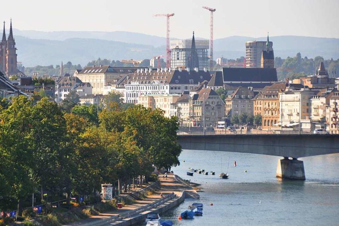 Der Mann soll nahe der Dreirosenbrücke...to entstand, ins Wasser gegangen sein.  | Foto: Daniel Gramespacher