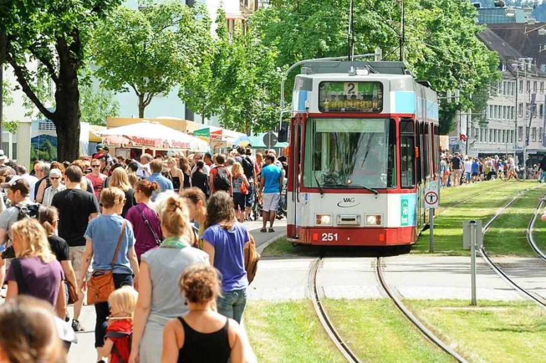 Anders als noch im Jahr 2013 fahren am...er-Flohmarkt keine Straßenbahnen mehr.  | Foto: Rita Eggstein