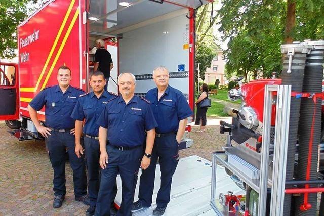 Feuerwehr freut sich über neuen Gerätewagen