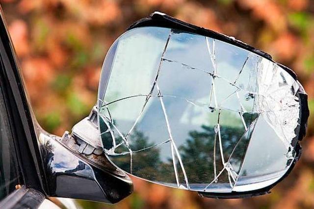 Außenspiegel beschädigt und dann abgehauen