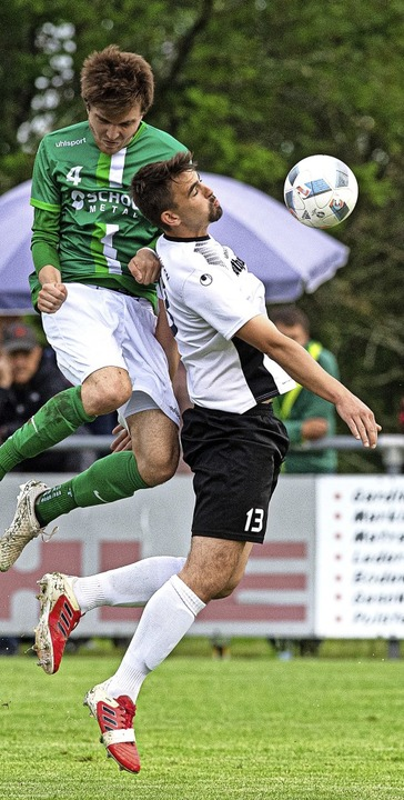 Keine Chance für Andre Weets (links) v...s vierte Tor für den SV Grafenhausen.   | Foto: Wolfgang Scheu