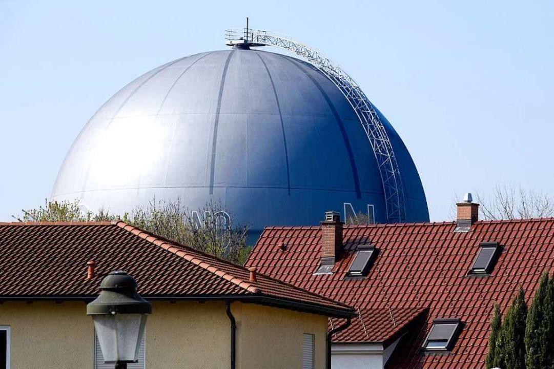 Der 1965 in Betrieb genommene Gasomete... gehört zu den Freiburger Wahrzeichen.  | Foto: Thomas Kunz