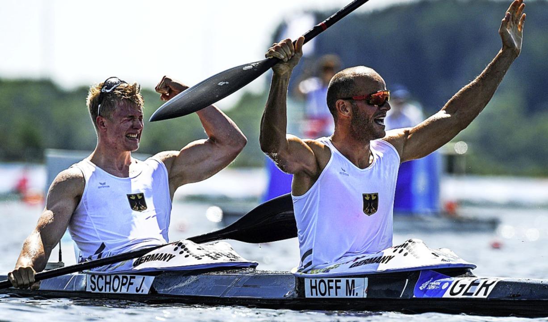 Teil des deutschen Erfolgs: Jacob Scho...x Hoff gewannen Gold im Zweier-Kajak.   | Foto: KIRILL KUDRYAVTSEV (AFP)