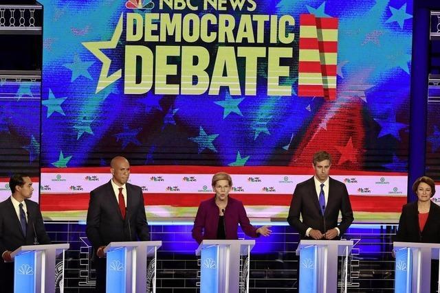 Kampfeslustige Elizabeth Warren steht im Mittelpunkt