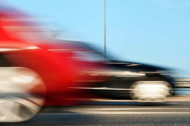 Zwei Raser, die einen Unfall verursachten, müssen hohe Summen zahlen